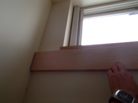 家具耐震固定板,ホワイトアッシュ,取り付けイメージ